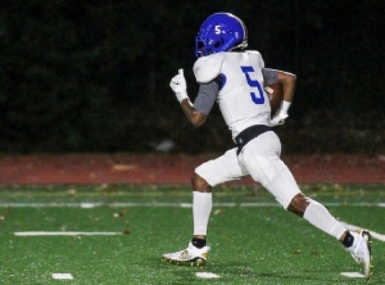 Chamblee's Jameel Avery returned a kickoff for a touchdown against Dunwoody in the Bulldogs Golden Spike Series win. (Photo by Travis Hudgons, IShootAtlanta)