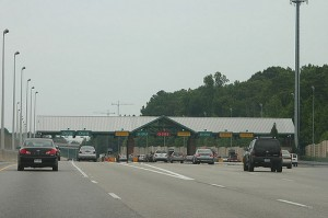 A photo of the toll booths on Georgia 400. Source: Wikimedia commons