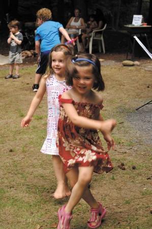 Tallulah Clute, 4, back, dances with her best friend, Allison Hamlet, 4.
