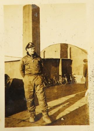 Lloyd 4 in air uniform