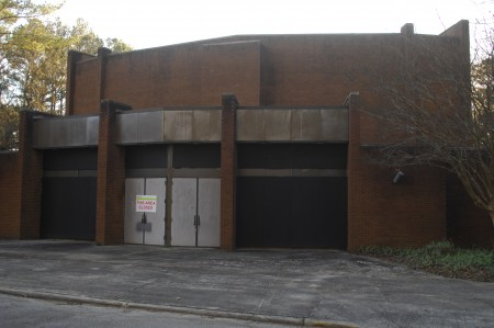 Another view of the vacant building proposed for rehabilitation into a theater. (Photo Phil Mosier)