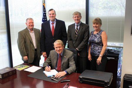 Mayor Shortal Signs City Hall Closing Docs 8-31-16