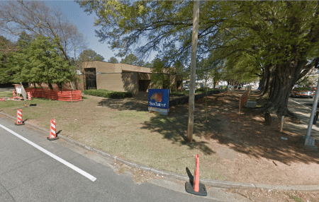 The SunTrust branch bank's current location at 5898 Roswell Road. (Google Earth image)