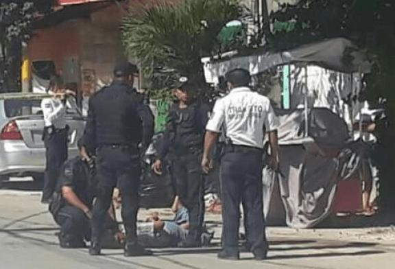 MACHETEAN A 2 POLICÍAS EN TULUM