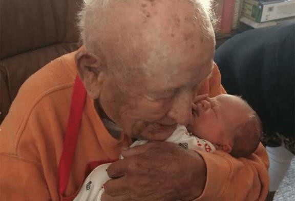 BISABUELO DE 105 AÑOS, CONOCE A SU BISNIETO
