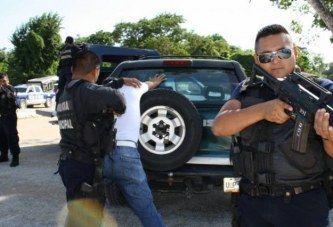 LOGRAN CERTIFICARSE 400 POLICÍAS EN Q ROO