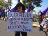 Una mujer protesta en Tegucigalpa.