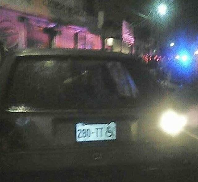 Este vehículos con placas para discapacitados era usado para robar.   Foto:  Denuncia Ecatepec