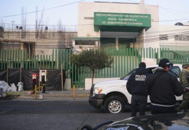 TLALNEPANTLA, ESTADO DE MÉXICO, 08ABRIL2016.- Lugar frente al penal de Barrientos donde esta mañana fue hallado un cuerpo de un hombre mutilado.FOTO: ARMANDO MONROY /CUARTOSCURO.COM