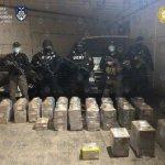 Entrega la FGJCDMX a FGR, droga transportada en camioneta volcada en Lomas de Sotelo el lunes pasado