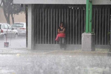 vuelca-autobus-uruguay-tormenta