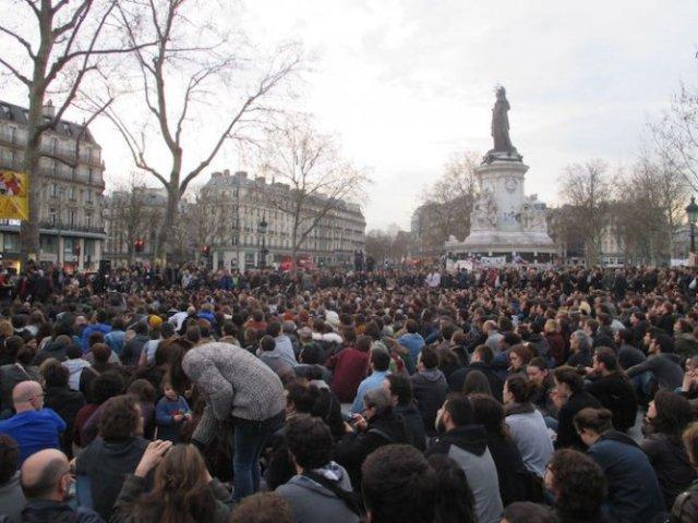 La Nuit debout: de plus en plus de monde pour inventer la démocratie