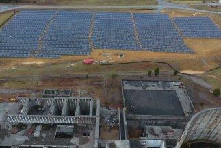 L'industrie du nucléaire en déclin est dépassée par les renouvelables