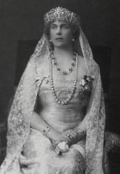 Rainha Vitória Eugénia (1887-1969) e o diadema Flor de Lis