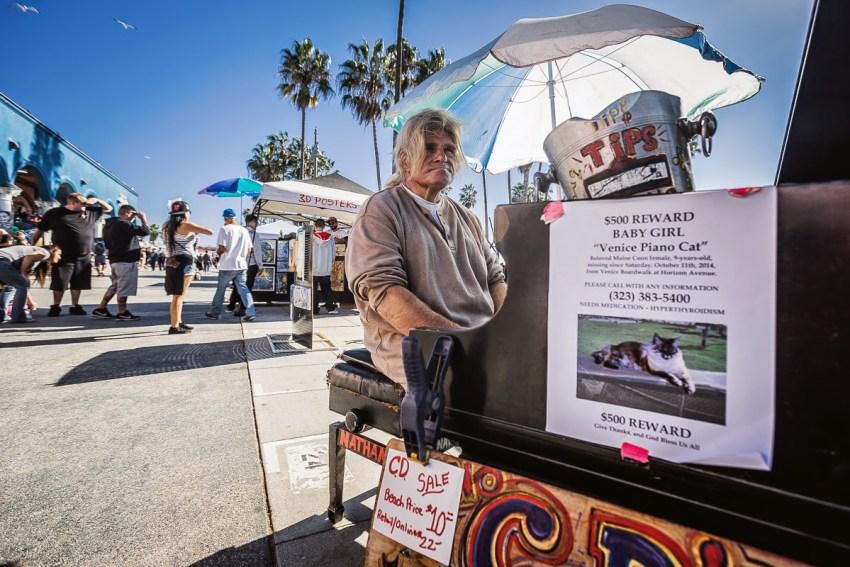Nathan Pino numa imagem da reportagem do LA Weekly