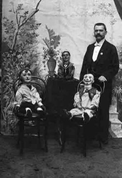 f917fdca278a0fb216a9c15d060e81a3--scary-dolls-scary-clowns