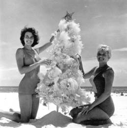 christmas-bikini-girls