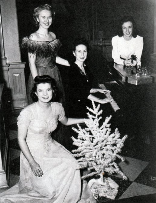 christmas-tree-and-women