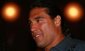 Eduardo Yáñez-Paco Fuentes-agresión-alfombra roja