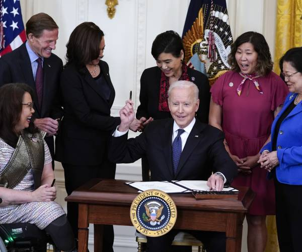 Biden Signs Bill to Counter Spike in Anti-Asian Hate Crime