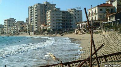 Varosha z plaży (zdjęcie (c) Vasia Markides, via bbc.com)