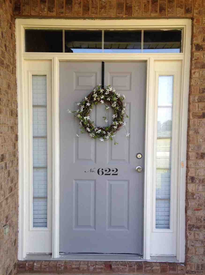 Modern farmhose front door decor for Modern front door decor