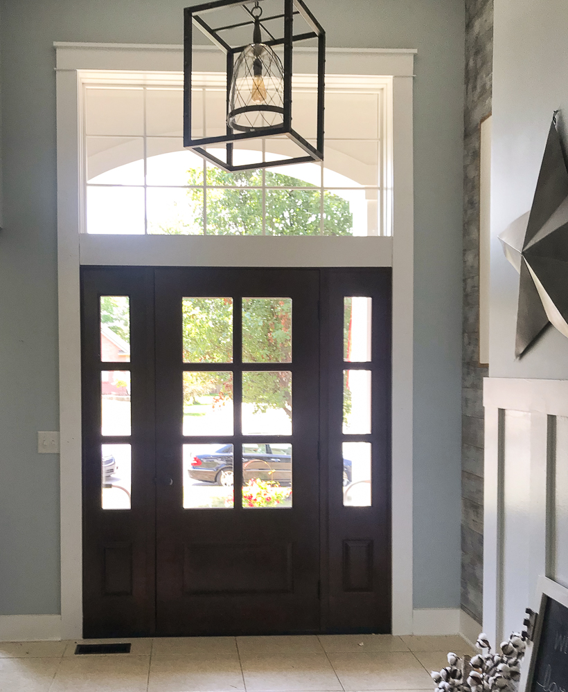 entry way with farmhouse light