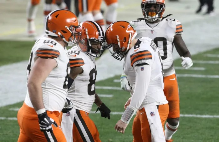 Browns capitalize early to squash Steelers comeback