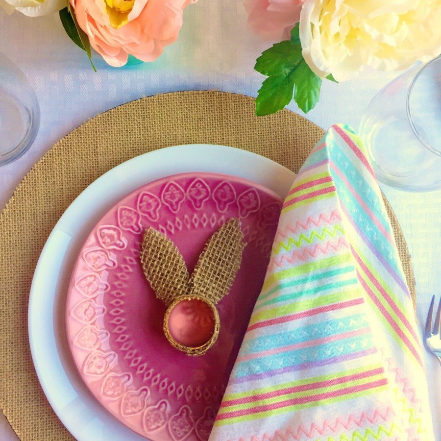 For your ideal Easter table décor you'll need cool napkin rings to accentuate the table setting and the holiday that you celebrate.
