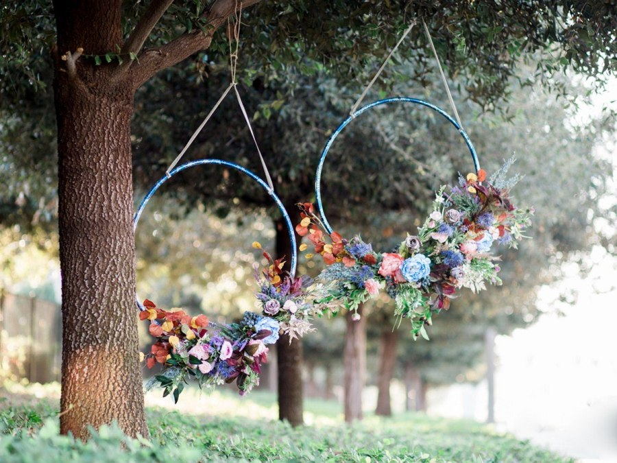 Big beautiful wreaths made with simple hula hoops are the hottest trend right now for parties, photo shoots and weddings.