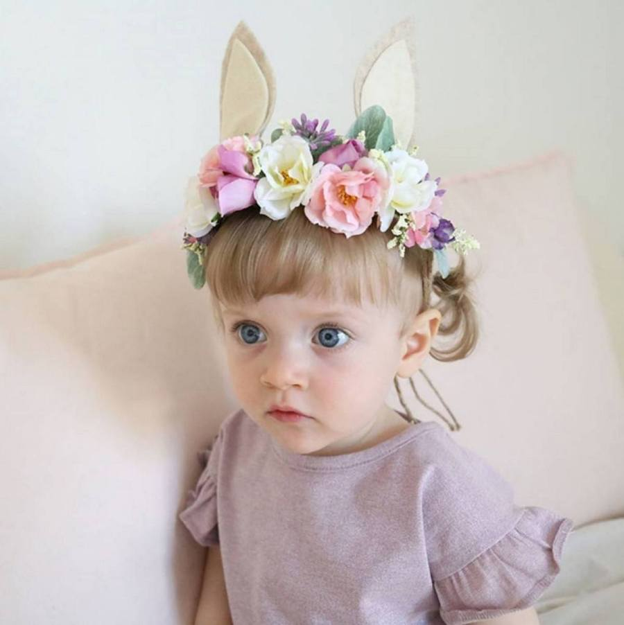 Headbands are a great accessory that is equally popular in little girls, teen girls and mature ladies! You can go with the headbands when you want to wear a great style over your head, and they are also what helps maintain the hairstyle you have made for the outstanding causal looks!