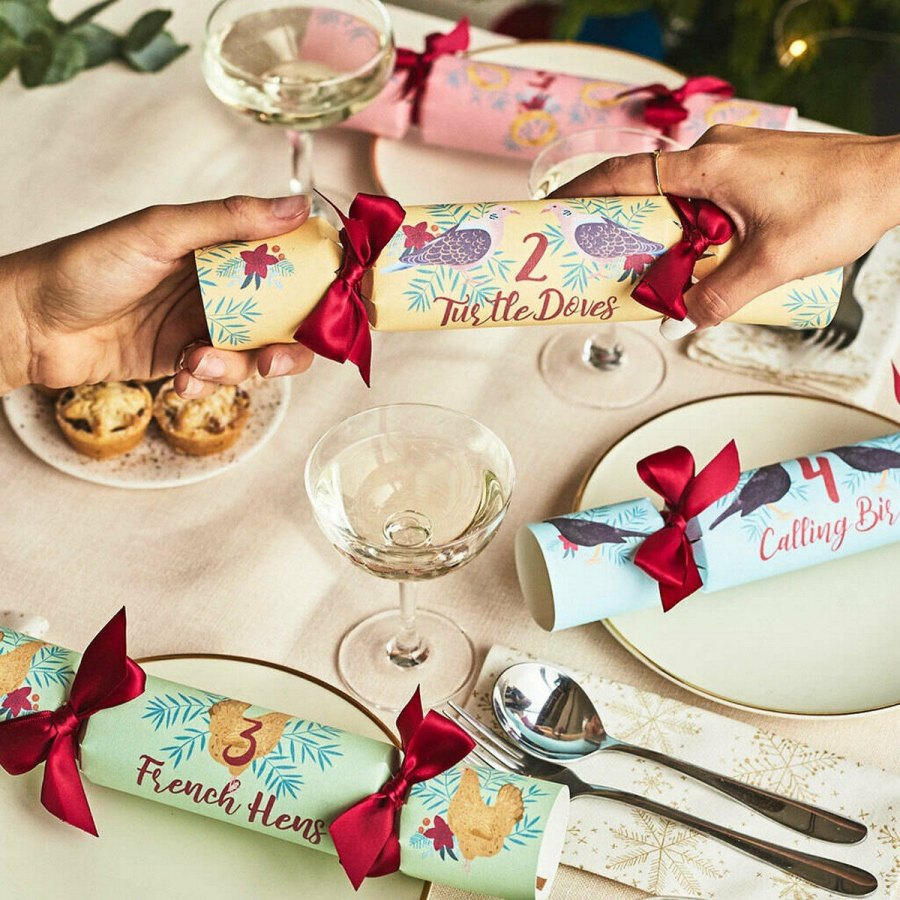 Christmas table settings like a holiday-themed centerpiece, a handmade name card, or a floating candle will add some DIY flourishes to your big dinner.