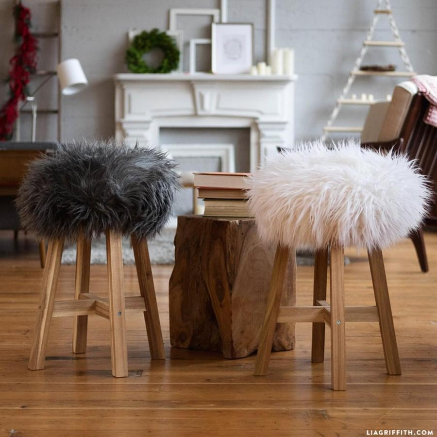 When it comes to crafting in cold weather, we find we do a lot of crafts centre around warm textures and projects that will keep us feeling cozy.