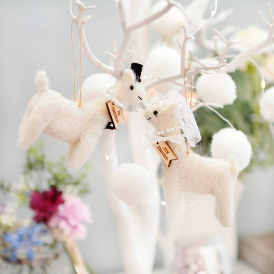 Pretty garlands, birdcages, tassels, candles and delicate feathers are being strung from ceilings and tress to give us exciting and uber stylish wedding spaces that will really wow the socks of anyone.
