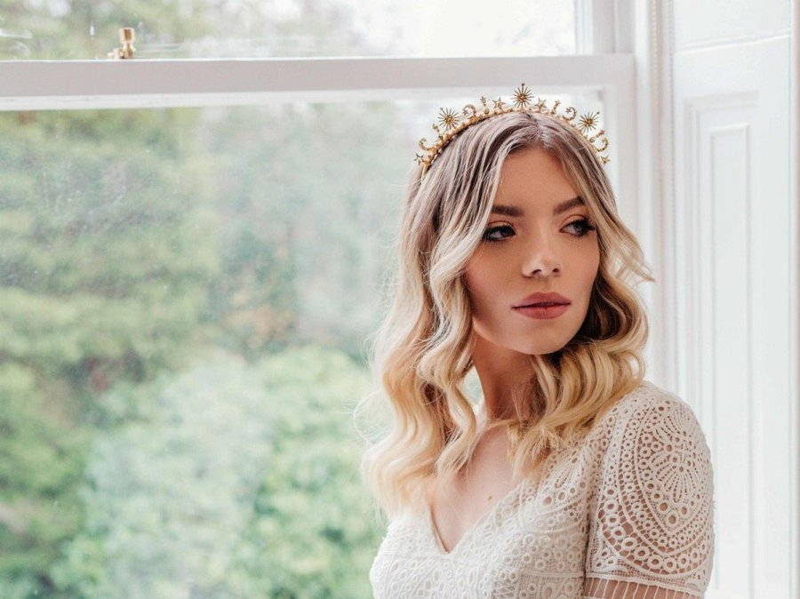 Celestial weddings are very popular – this theme is timeless and very romantic, and it's one of the hottest ideas for now and for next year. If you are a celestial bride, you will need not only cool celestial wedding décor but also cool celestial wedding attire.