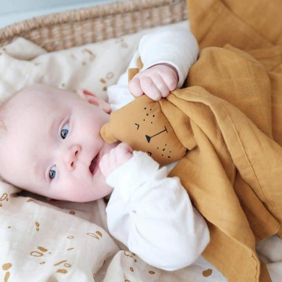 Most babies and toddlers like to have something soft and comforting, such as a blanket or toy to help them feel secure as they fall asleep. While you may be embarrassed by their tatty condition or fear what will happen if they get lost, is there any problem with your child using a comfort item?