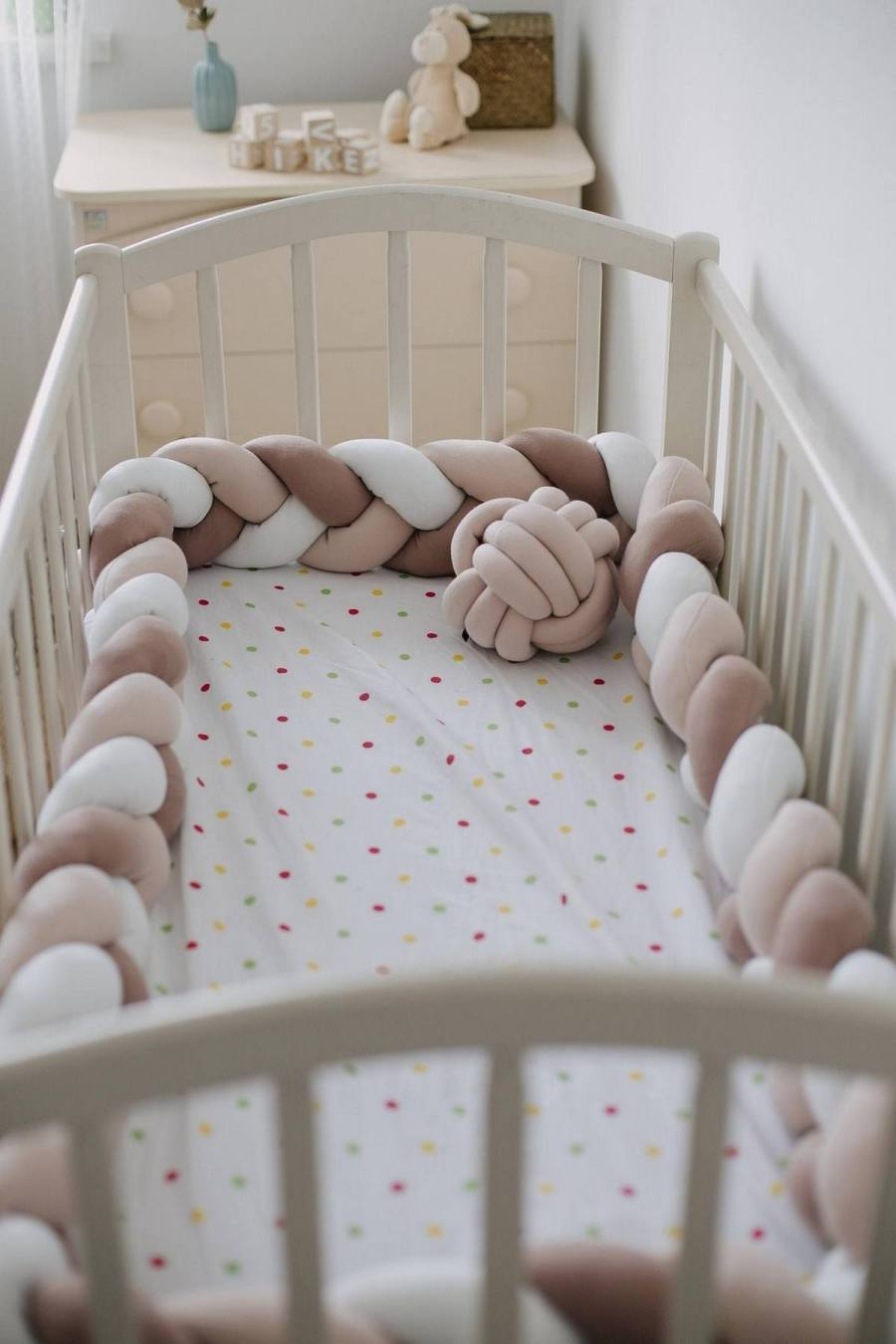 The baby crib bumper is one such product that helps you to ensure safety and comfort for your child.