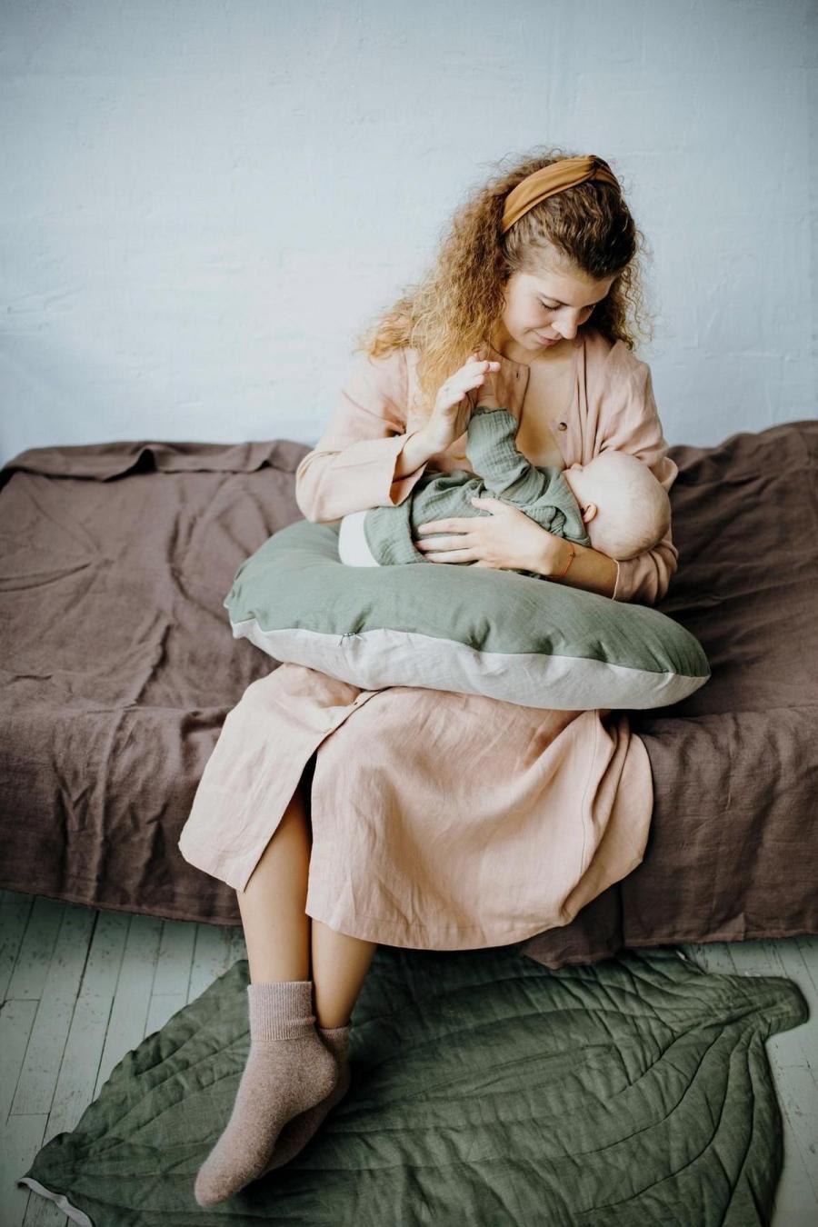 Für neue Mütter ist das Stillen Ihres Säuglings eines der schwierigsten Dinge, um den Dreh raus zu bekommen. Engorged Brüste, wunde Brustwarzen, und Frustration sind par für den Kurs in diesen frühen Tagen und schlaflosen Nächten.