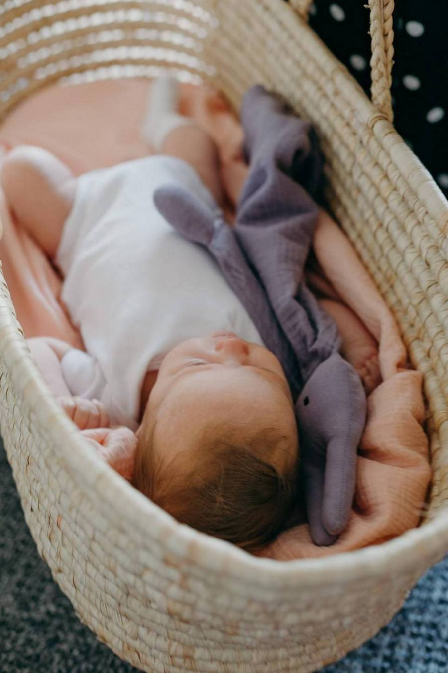Frequently, parents ask if a comfort blanket or toy can help their baby or toddler sleep better and feel more secure. The simple answer is yes, for many babies they are very useful indeed.