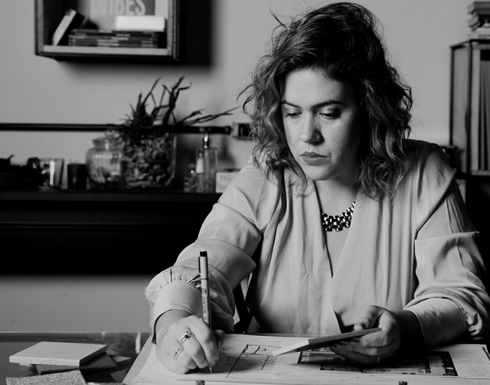 Julia Cossermelli analisa o hot desking