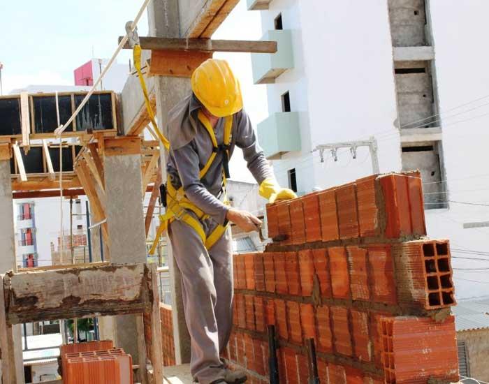 Tecnologia biodegradável para limpeza e desincrustração do concreto