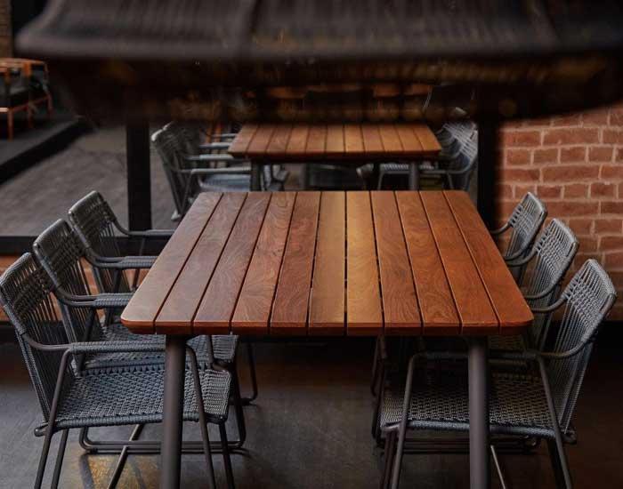 DonaFlor Mobília indica mesa para áreas externas agradáveis