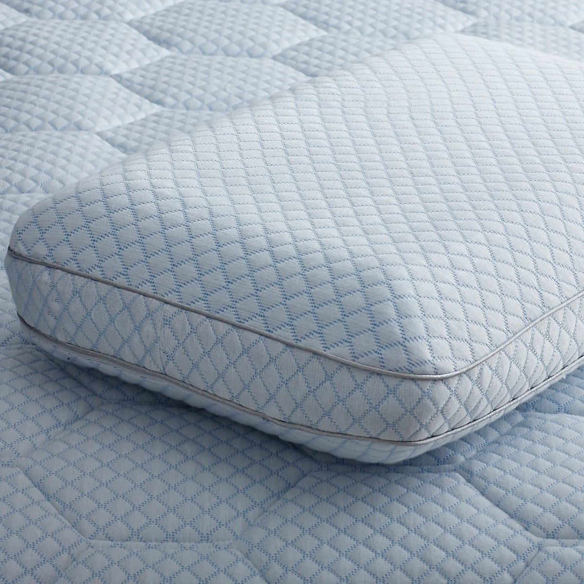 cooling gel memory foam pillow white