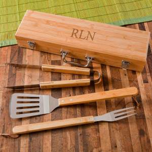 grilling-bbq-set-with-bamboo-case-1