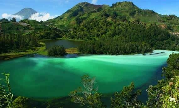 Telaga Warna Bogor - Tempat Wisata di Bogor