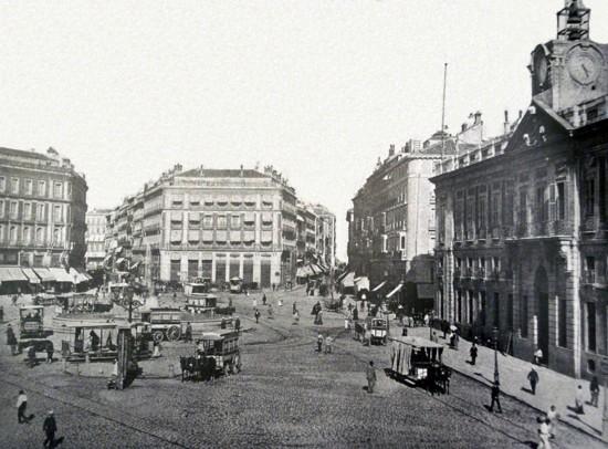 Puerta_del_Sol_1860_2-550x406
