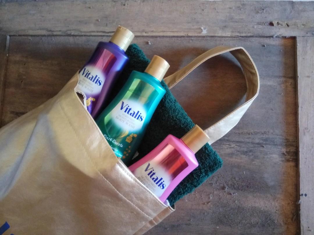 Tiga varian Vitalis Perfumed Moisturizing Body Wash