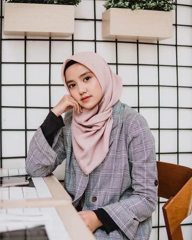 Wirda Mansur sukses di usianya yang masih belia 6 Fakta Wirda Mansur, di Usia 18 Tahun Udah Jadi Direktur Perusahaan