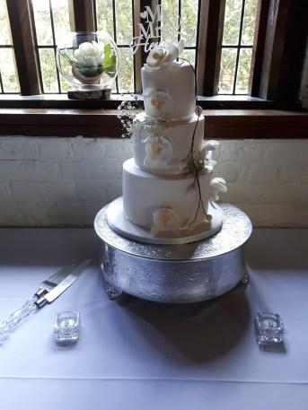wedding-magic-Tudor-Barn-Eltham-3_m3yssb