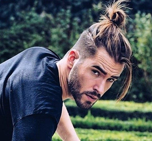 What is ponytail hairstyle